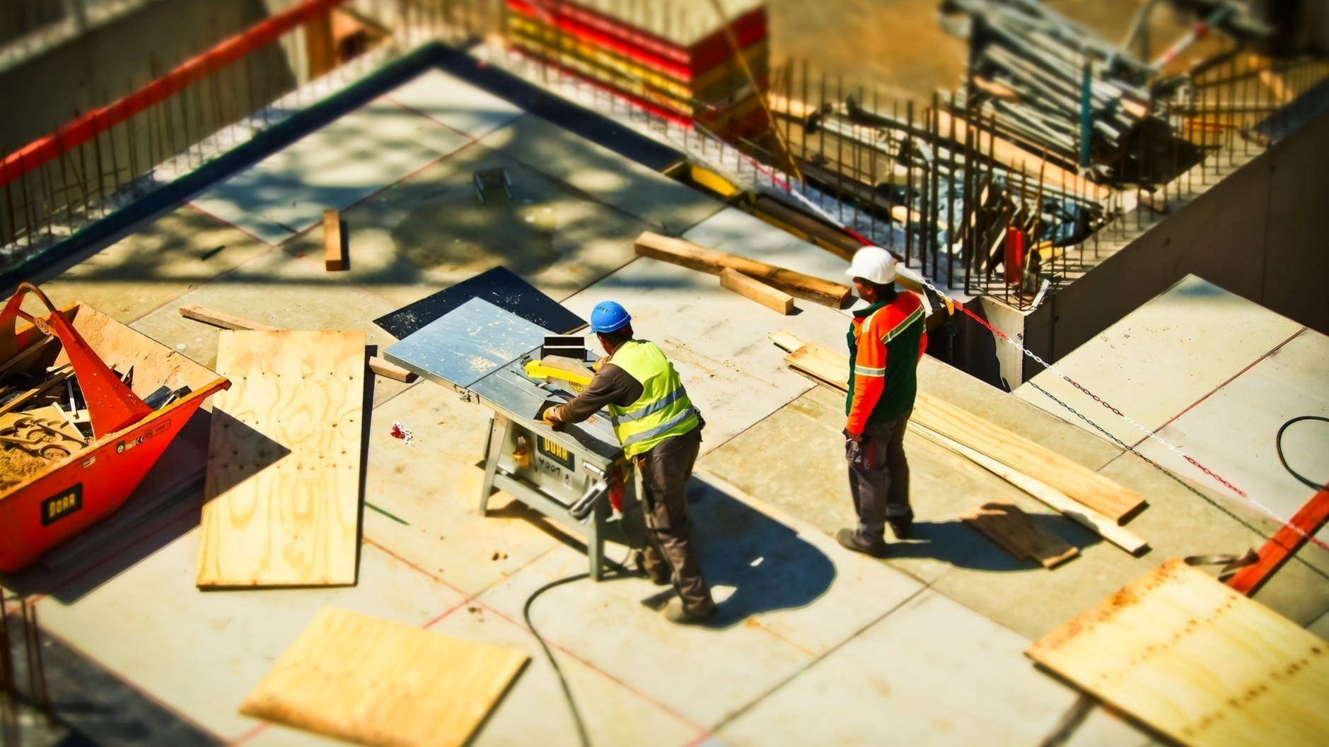 2 men working on a construction site